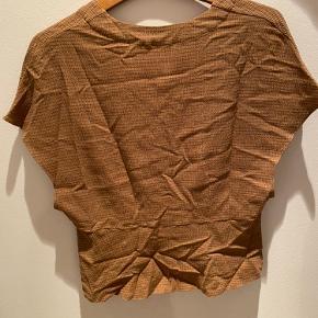 Smuk bluse fra Samsøe Samsøe - ikke brugt kun prøvet på - i helt ny stand.