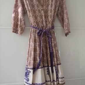 ODD MOLLY kjole med bindebånd- underkjole medfølger Går til knæet Str. 1/s BRUGT FÅ GANGE -