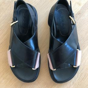 Sælger disse smukke Marni sandaler for 2300.   Køber betaler fragt.