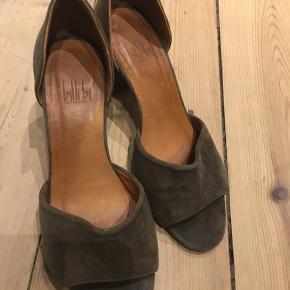 Brugt under 10 gange - meget fine ruskinds stilet-sandaler ✌️