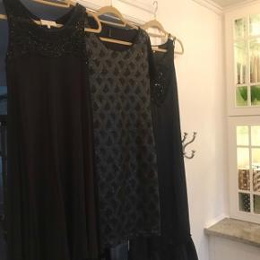 Pureheart kjole i tung viskose med flot perlebesætning  Er str 36, men 38 kan også passe den.  Aldrig brugt