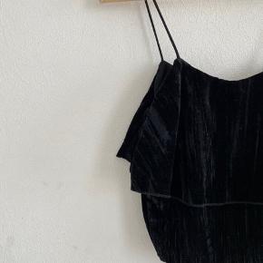 Zara velour top in black. Used once.  ** Pickup is possible in 1357 - København K **