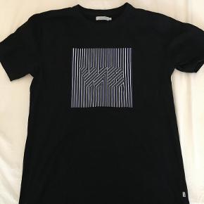 Woodbird t-shirt, vasket et par gange, men ellers som ny