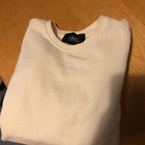 Karl Lagerfeld sweater i knækket hvid Brugt en gang