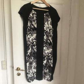 Ny part two kjole str. 38 - loose fit så passer også en str. 40.