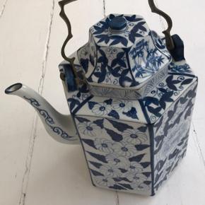 Flot enkel tekande i flot keramik med solid messing hank. Mål: 26x24cm Ingen skår. Ny pris 1400kr