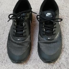 Nike Air max Thea str 40, små i størrelsen. Passer str 39/40. Brugt få gange.