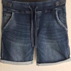Helt nye shorts. Modellen hedder Abby jeans