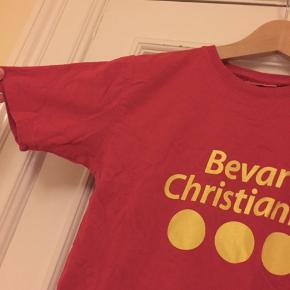 Original 'Bevar Christiania' t-T-shirt. Ingen brugstegn, kun brugt 4 gange ca. Kan også bruges af en XS.