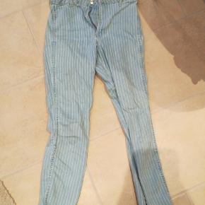 blå og hvidstribede jeans fra h&m Str s og aldrig brugt byd