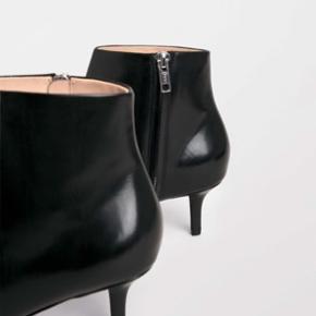 LÆKRESTE Tiger Of Sweden støvletter det fineste sorte læder.   HELT NYE MED TAGS og aldrig brugt✨  Str: 41  BYD gerne