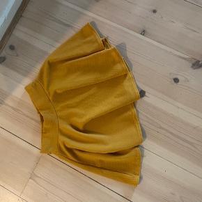 Virkelig sød nederdel. Den er lidt kort, så man skal ikke være over 163cm 🌸