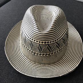 Pigalle Paris hue & hat