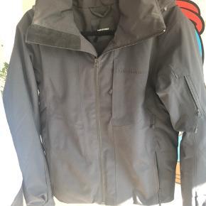 Peak Performance ski jakke Fejler intet, trænger til en vask Np.2700kr Sendes med DAO (45kr) Køber betaler Porto🌼