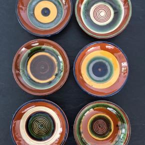 Håndlavet keramik, Ø14cm H3,5cm Skønne snackskåle til oliven osv. 6stk - Sælges samlet.