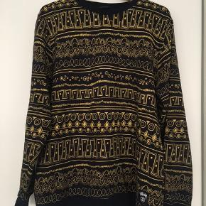 Forskellige trøjer til salg. Spørg for størrelse og pris.  Har flere annoncer.