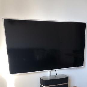 """Samsung TV 46"""" Full HD SMART LED-tv. Inklusiv vægbeslag og fjernbetjening. Ca 5 år gammelt. Fejler absolut intet og ingen tegn på slitage."""