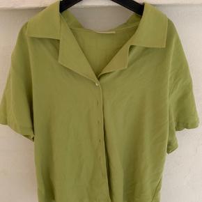 Vintage trøje. Super lækker T-shirt/skjorte. Lækkert stof.
