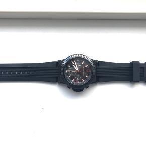 Sælger mit MK ur da jeg ikke får det brugt.  Garantibevis medfølger.