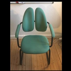 Ergonomisk kontorstol fra Rohde & Grahl af modellen DUO-BACK i en lyseblå/turkis farve. Jeg har to stk af samme stol. Kom med et bud på den ene eller dem begge to :)