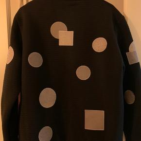 Sælger denne super fede jakke fra HAN Kjøbenhavn i L - UDGÅET MODEL. Nypris: 3000,- kr.   Er blevet brugt få gange, ellers stået i skabet i godt 2-3 år uden at blive brugt. Ville passe på den mere end jeg ville bruge den.    Den fejler intet, og er i perfekt stand.   Kan sendes for købers regning ellers afhentes i Kongens Lyngby.