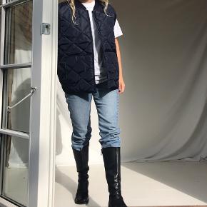 Cool oversize vintage vesten. Den kal fitte stort set alle størrelser, jeg er xs/s 🌸