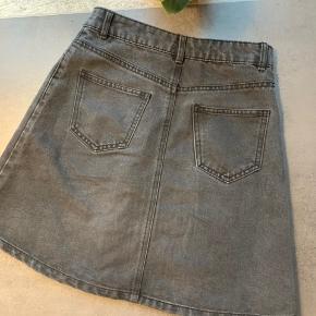 Fin sort denim nederdel i str XS 🌸 Kan afhentes på Amager eller sendes med DAO på købers regning