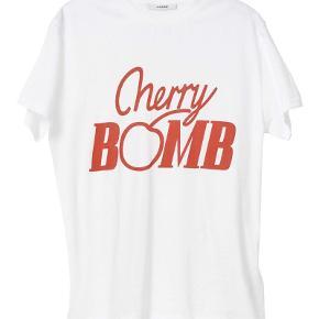 Sød Ganni Cherry Bomb T-shirt  Ingen store tegn på slid  Størrelse small/medium