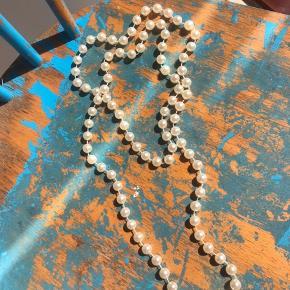 Super fin perlehalskæde i vintage stilen, dog ikke ægte perler.