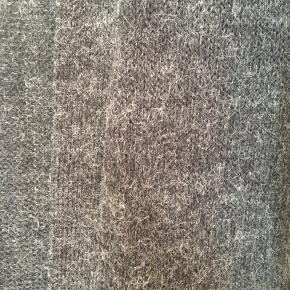 Lækker lang cardigan i flot gråmeleret farve. Brugt få gange.