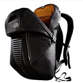 Super fed The North Face Access taske. Den er med push open fynktion, så den føles helt automatiseret. Den er af the North Face's som altid høje kvalitet.  Så hvis du vil have en taske, perfekt til arbejds- og hverdags, som samtidig skiller sig ud, så er denne perfekt.  1000,-