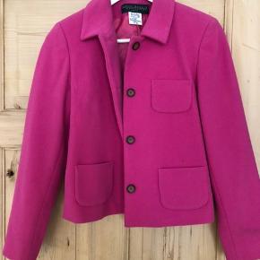 Vintage jakke købt i Brooklyn, super fed farve og cut.