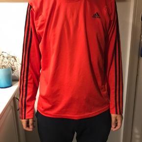 Nice trøje for Adidas. Den er sådan cirka  halvandet år gammel gået med 2 gange