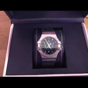Super lækkert Masarati ur  Sprødt ur til prisen Cond: 7/10 IMO, få brugs ridser man ikke undgår med dagligt brug (batteri skal skiftes)  ALT OG inkl kvit NP: 2300 +/- MP: 900 BIN: 1200 HH: kan arrangeres