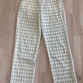 Mega fine bukser fra det populære mærke Neo Noir. Brugt en gang.