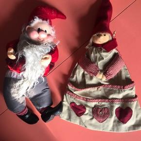 Nissen har 'fyld' og kan derfor sidde del Nissedamen har snor og kan derfor hænges op Samlet 40kr Har en del julepynt til salg - giver god mængderabat