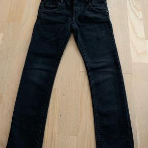 3 par fede jeans  2 x hm  1 x name it  Alle 3 smalle  Pæn stand  Kan afhentes i fredericia eller  sendes med posten   Se også mine andre annoncer med drengetøj   Pr stk 25 kr - 3 stk 50 kr