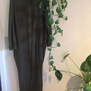 Sejeste 'militær' buksedragt fra Envii. Str. M.