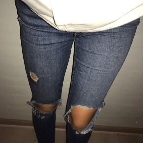 Sælger mine LEVI'S bukser i str. 29 (svarer cirka til medium) i modellen 'High rise skinny'. Kan selvfølgelig sende flere billeder🌸