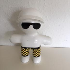 London guy  Hvid sort gul porcelænsfigurer cirka 15 cm høj fin stand  sender gerne