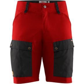 Flotte Keb shorts fra Fjällraven. Aldrig brugt. I farven Stone Grey lava.  Ny pris 1200kr