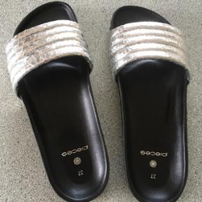 Flot Sølv sandal sælges.