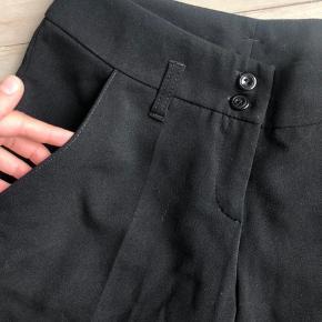 Sælger disse habit shorts, som er købt herinde, men som desværre er for små :(  Jeg ved ikke hvilket mærke de er, da mærket er klippet af. De fejler ingenting!