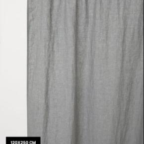 Lækre gardiner i vasket hør fra h&m home. De er lagt op så de er 120 cm brede og 110 cm lange. Nypris 699.