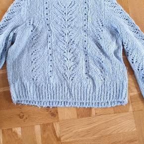 Blå bluse fra grunt skriv hvis i er intra.😊