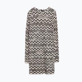 Smukkeste missoni lignende rib-strikket kjole fra Zara. Aldrig brugt.