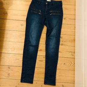 Sælger disse jeans fra Vrs fashion str. 38 (kan også passes af en 40, da de er lidt store i størrelsen) - brugte, men ingen fejl!