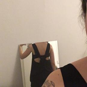 Bluse/kjole  Ingen mærke i hverken str eller noget  Men jeg er xs og den sidder som en kjole på mig  Silkeagtigt stof  Sælges kun til rigtigt bud