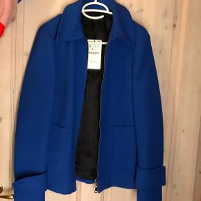 Flotteste jakke fra Zara, ubrugt - men perfekt til foråret 💙  Nyprisen er 800, men byd!  #30dayssellout