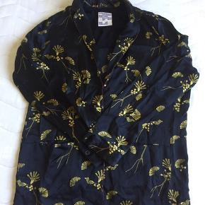 Silk kimono size 40 but fits also size 34, 36, 38
